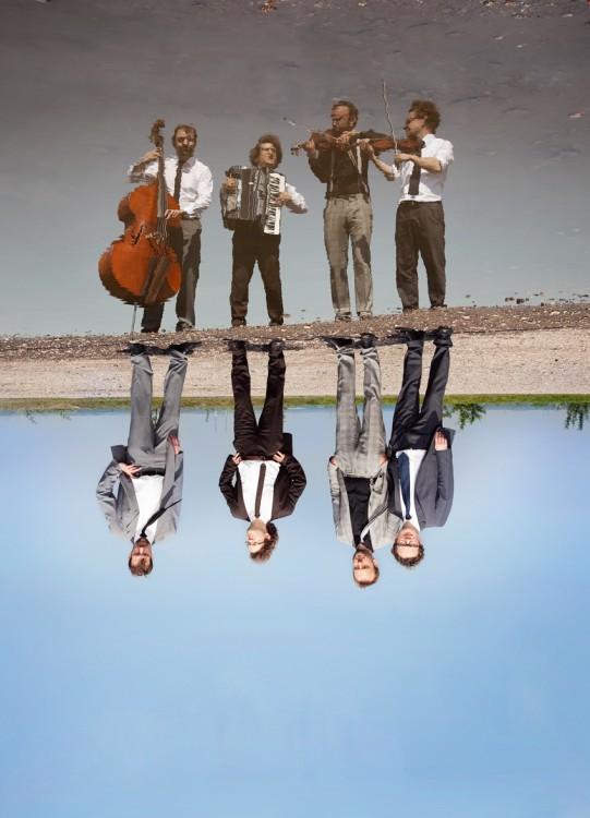 Das quartett uwaga spielt acoustic crossover und zeigt was